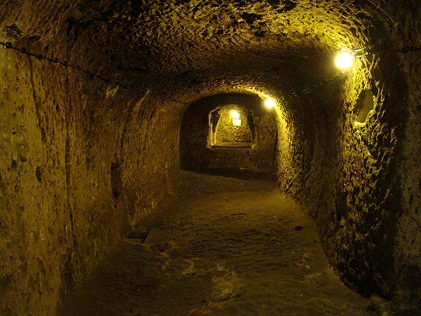 z8bjw-Derinkuyu-Underground-City